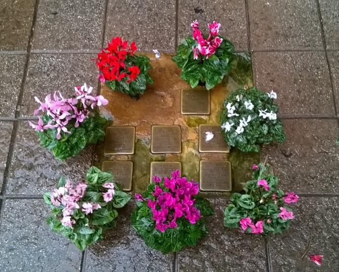 Pietre d'inciampo della famiglia Terracina | piazza Rosolino Pio